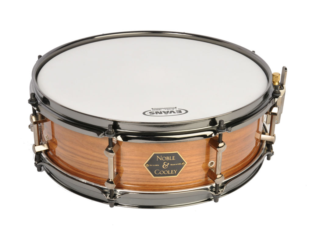 Snaredrum Noble&Cooley, Walnut 14x4.75 Clear Gloss Flanged Black Chrome Hoops